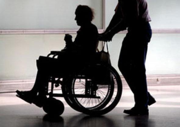 Договора на оказание социальных услуг индивидуальными помощниками инвалидов = трудовой договор. Такое возможно?
