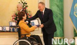 В Акорде Нурсултан Назарбаев вручил государственные награды «Герой Труда»