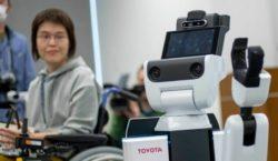 Toyota представила роботов- помощников