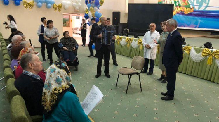 Бердибек Сапарбаев посетил столичный Центр социального обслуживания «Шарапат»