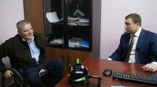 Помощник акима Алматы — человек в инвалидной коляске
