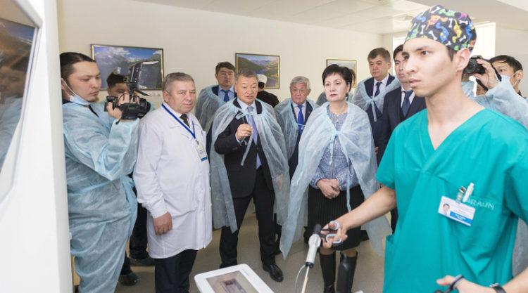 Правительственная группа в ВКО: посещение больниц и обсуждение соцзащиты людей с инвалидноостью