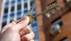 Шесть многодетных семей получили квартиры в Акмолинской области