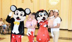 Бизнесмен пригласил на праздничный обед 230 шымкентских детей