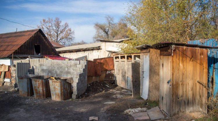 Людей с инвалидностью не будут переселять из разваливающегося общежития в Алматинской области