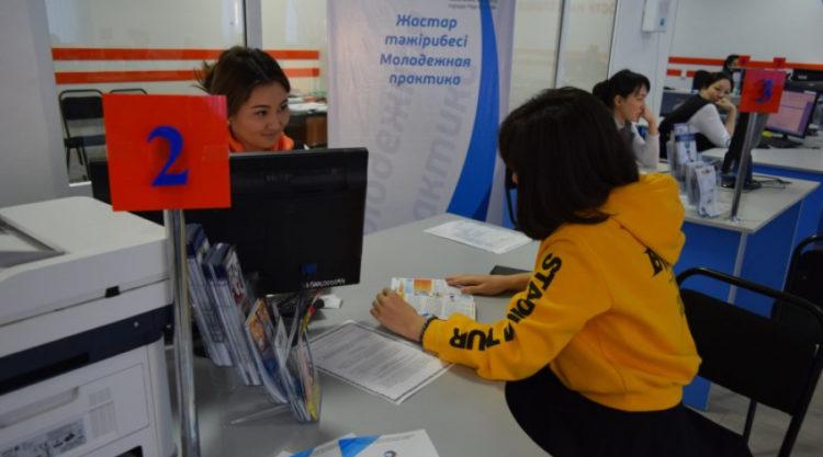 В столице начался прием заявок выпускников на участие в молодежной практике