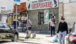Жителям Атырау разрешили находиться на улице до 23:00 часов