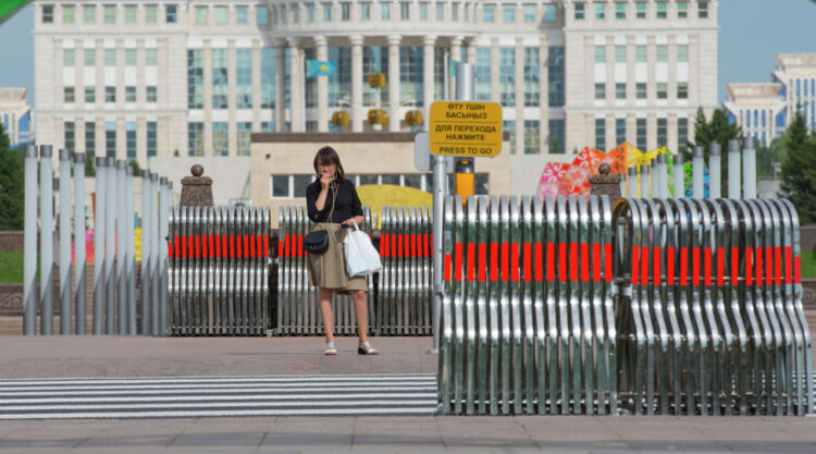 В Казахстане ограничивается перемещение населения по улицам, паркам, скверам с 5 июля