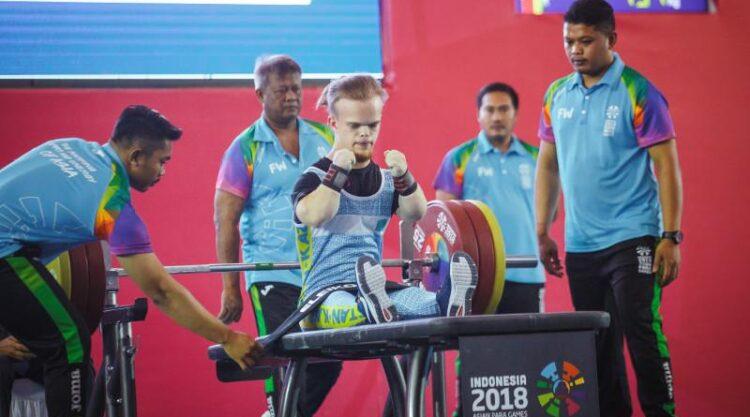Казахстанец стал первым на онлайн Кубке мира по парапауэрлифтингу