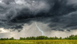На север Казахстана движется южный циклон