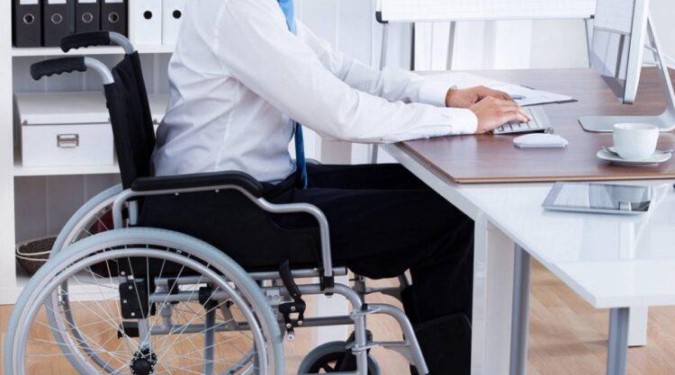 Принимать людей с инвалидностью на руководящие должности в госструктурах предлагают в Минтруда