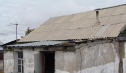 Семья людей с инвалидностью выживает в аварийном доме в Нур-Султане