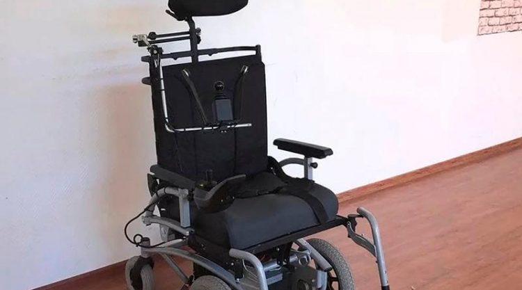 Кресло-колясками с электроприводом обеспечивают людей с инвалидностью Казахстана