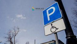 За парковку на местах для людей с инвалидностью наказали около…