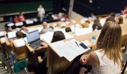 Алматинские студенты возвращаются в аудитории